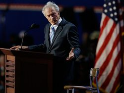 Clint Eastwood elogia a Donald Trump