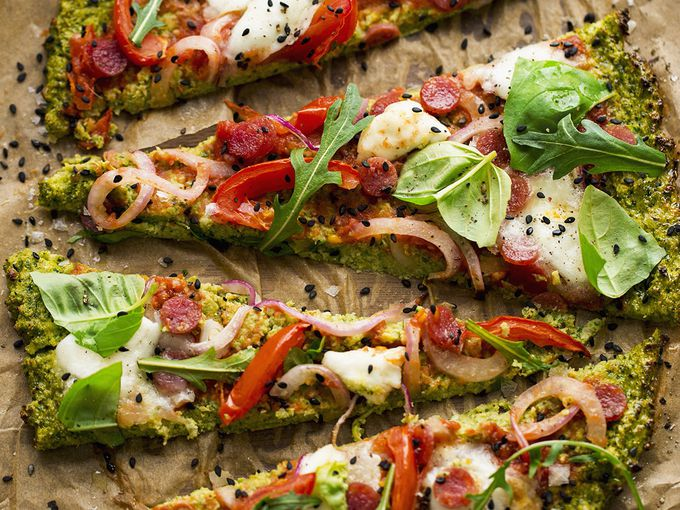 Pizza vegetal con base de brócoli